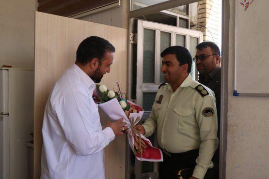 حضور جانشین فرمانده انتظامی رفسنجان در دفتر پایگاه خبری خانه خشتی به مناسبت سال نو / تصاویر
