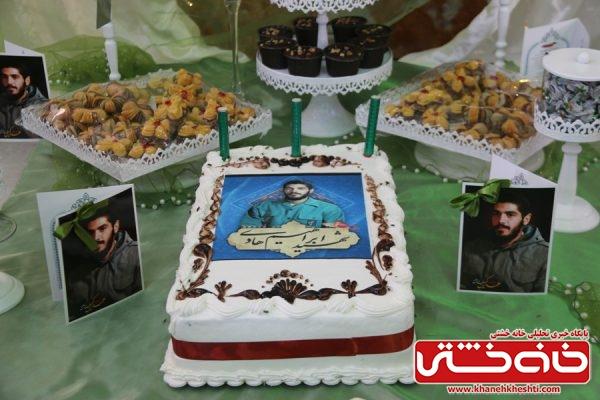 کیک تولد مراسم جشن تولد شهید ابراهیم هادی در جوار حرم مطهر شهدای گمنام روستای عرب آبادشهید رفسنجان