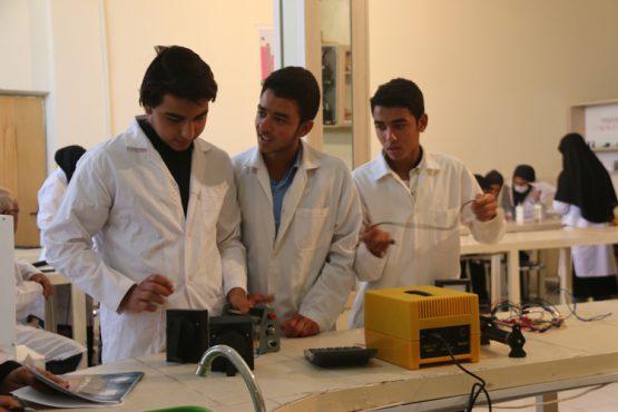 مسابقات آزمایشگاهی منطقه قطب شمال استان کرمان در رفسنجان برگزار شد / تصاویر