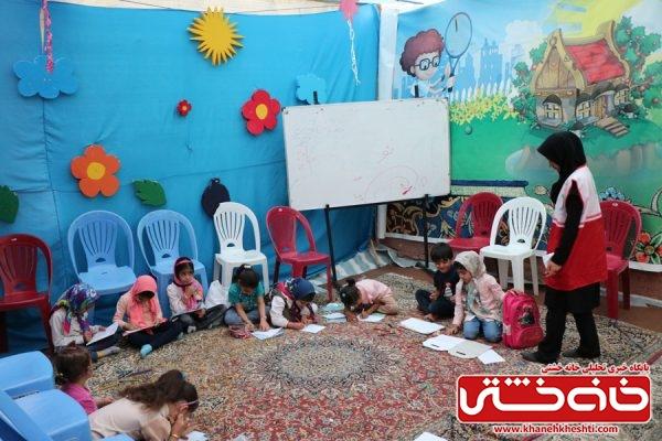 غرفه کودکان در کنارمراسم جمع خوانی قرآن کریم در حسینیه اباعبدالله الحسین (ع) رفسنجان به همت هیئت فاطمیون