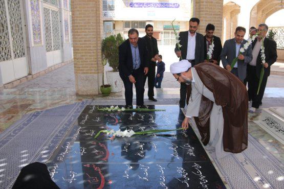 گلباران و عطر افشانی مزار شهدای گمنام توسط مسئولان قضائی شهرستان رفسنجان + تصاویر