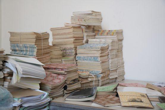 کشف 5 هزار جلد دفترچه نوستالژی دهه 60 در رفسنجان !؟ + تصاویر