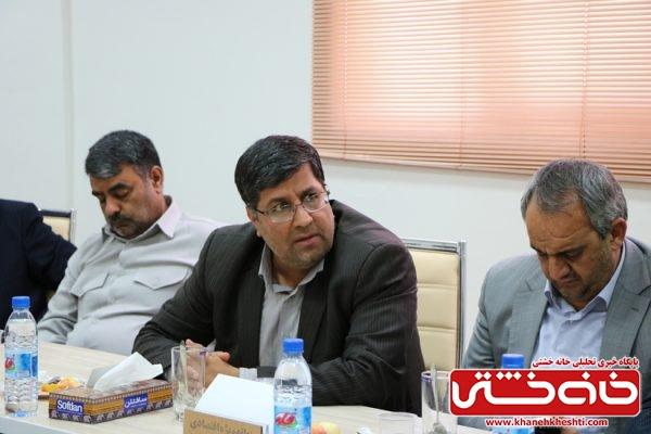 صنعتگران و کارآفرینان در جلسه بررسی مشکلات صنعت شهرستان رفسنجان در منطقه ویژه اقتصادی رفسنجان