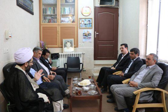 دیدار فرماندار رفسنجان با نماینده ولی فقیه به مناسبت هفته دولت / عکس
