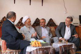دیدار فرماندار رفسنجان با خانواده معظم شهداء در هفته دولت / تصاویر