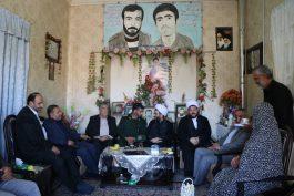 دیدار مسئولین رفسنجان با خانواده های شهدا به مناسبت هفته دفاع مقدس / تصاویر