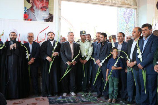 گلزار شهدای رفسنجان به مناسبت هفته دفاع مقدس گلباران شد / عکس