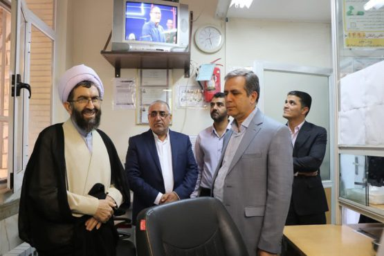 بازدید امام جمعه رفسنجان از درمانگاه تامین اجتماعی / عکس
