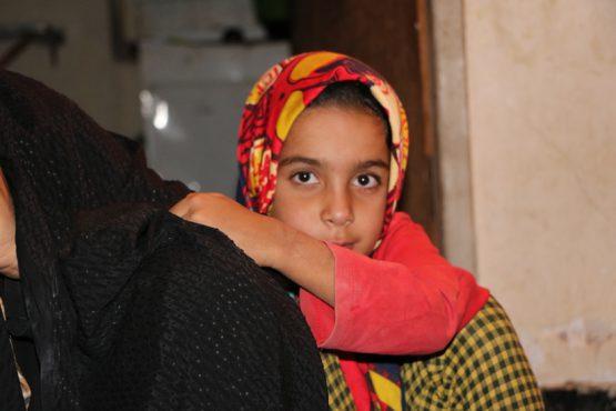 توموری بر چهره ی ندای هفت ساله ، او را در حسرت مدرسه رفتن در رفسنجان گذاشت/ عکس