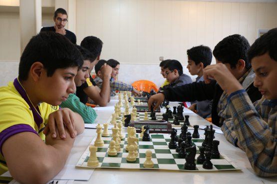 مسابقات شطرنج دانش آموزی در رفسنجان برگزار شد / عکس