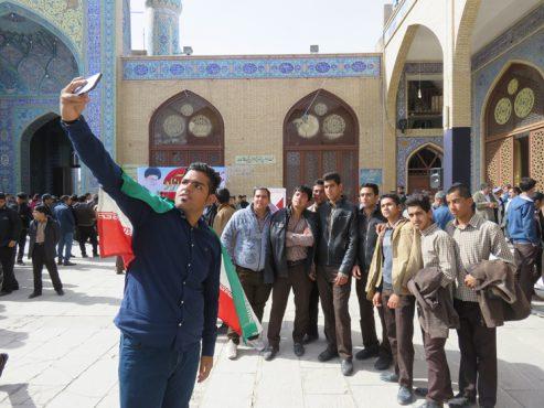 حضور با صلابت پرچم داران نسل چهارمی انقلاب در راهپیمایی 13 آبان در رفسنجان / عکس