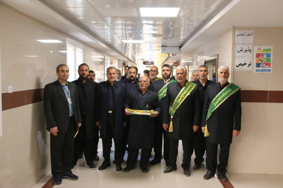 خادمین افتخاری مسجد مقدس جمکران به ملاقات بیماران در بیمارستان رفسنجان رفتند / عکس