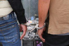 کشف باند سرقت باطری خودرو در رفسنجان با ۶۳ فقره سرقت + عکس
