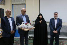 تقدیر از مدیر مدرسه دخترانه شاهد رفسنجان باحضور مدیر کل امور شاهد و ایثارگران وزارت آموزش و پرورش / عکس