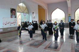 گلباران قبور شهدای رفسنجان توسط دانش آموزان بسیجی / عکس
