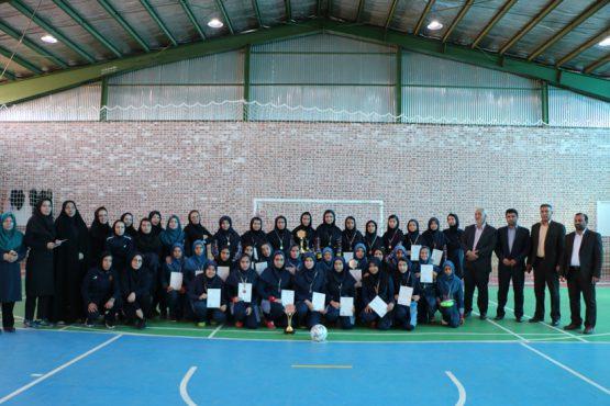 اختتامیه مسابقات فوتسال دانش آموزان دختر در رفسنجان برگزار شد / تصاویر
