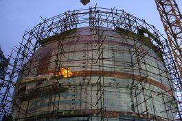 بازدید خادمین افتخاری مسجد مقدس جمکران از روند ساخت گنبد امام حسین(ع) در کرمان / تصاویر