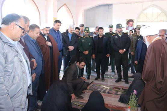 در آستانه چهلمین سالگرد پیروزی انقلاب اسلامی قبور مطهر شهدای رفسنجان گلباران شد + تصاویر