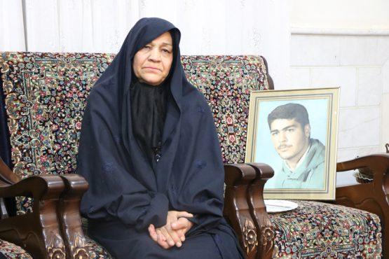 مادر شهید رفسنجانی از دلتنگی هایش می گوید؛ مسئولین را میزها کور می کنند