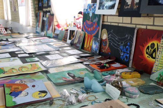 افتتاح نمایشگاه محصولات تولیدی دانش آموزان هنرستان مهدوی در رفسنجان / تصاویر