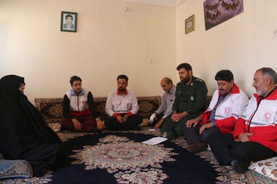 مسئولان رفسنجان به مناسبت هفته دفاع مقدس به دیدار خانواده های شهدا رفتند/ تصاویر