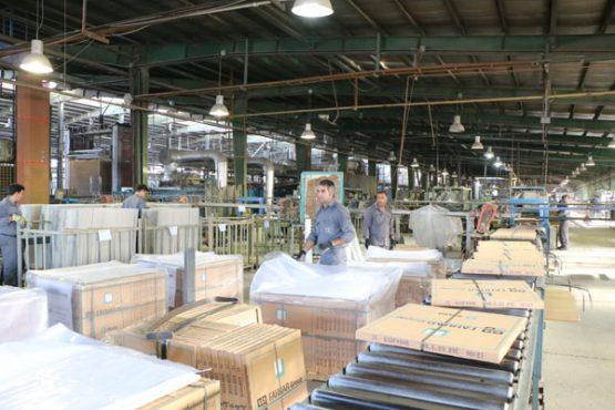 تولید سالانه ۱۰ میلیون مترمربع کاشی در مجموعه تولیدی کاشی فخار رفسنجان/ تصاویر