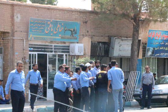 پنج ماه حقوق معوقه، کارگران اداره گاز رفسنجان را به مقابل فرمانداری کشاند + جوابیه پیمانکار