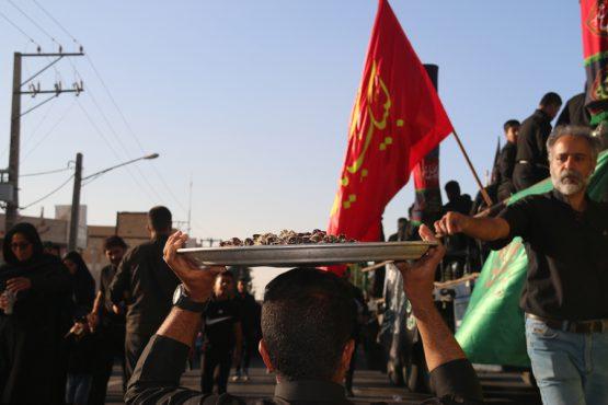 پنجمین همایش پیاده روی نمادین اربعین عزاداران حسینی در رفسنجان برگزار شد + تصاویر