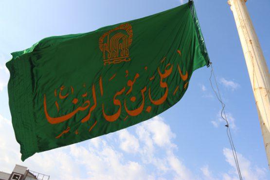 پرچم سیاه میدان قدس در رفسنجان با پرچم سبز رضوی تعویض شد/ تصاویر