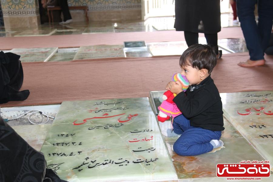 حضور مردم شرکت کننده در پیاده روی اربعین حسینی در گلزار شهدای لاهیجان رفسنجان
