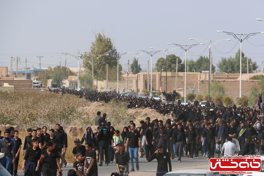 پیاده روی اربعین حسینی با حضور کاروان رهپویان کربلا در رفسنجان صبح امروز همراه با راهپیمایانسراسر کشور