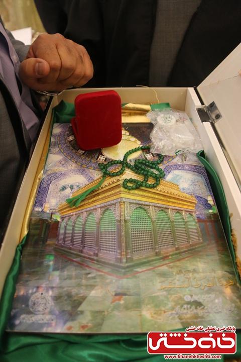 اهدا هدیه نفیس از طرف فداکار مسئول عتبات عالیات به حبیب الله اعتمادی بانی مسجد الزهرا (س) رفسنجان و از خیرین شهرستان رفسنجان