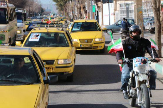 رژه خودروهای نظامی و تاکسیرانان در رفسنجان / تصاویر