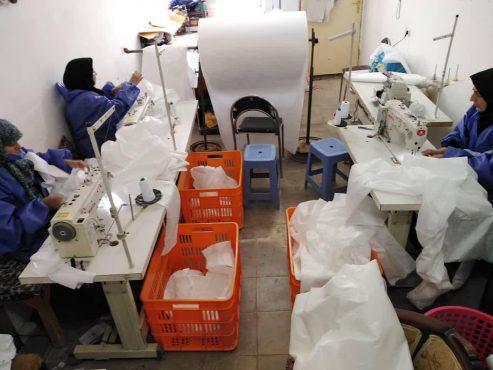 ایجاد کارگاه تولید لباس یکبار مصرف توسط حوزه بسیجیان حضرت زینب (س) رفسنجان