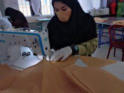 تولید ماسک در هنرستان فروتنی در نوق رفسنجان توسط دانش آموزان بسیجی/ تصاویر