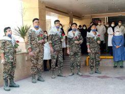 اجرای سرود دانش آموزان بسیجی در بیمارستان رفسنجان برای قدردانی از مدافعان سلامت/ تصاویر
