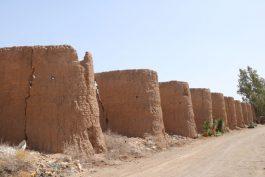 دیوار آگاه با قدمتی ۱۰۰ ساله در علی آباد انقلاب احیا می شود + عکس