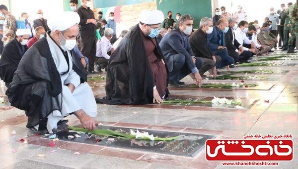 آیین گلباران قبور شهدای رفسنجان در هفته دفاع مقدس+ عکس