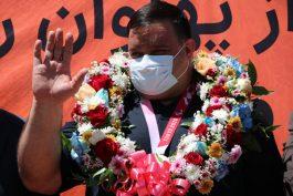 استقبال از نائب قهرمان پارالمپیک در رفسنجان + عکس و فیلم
