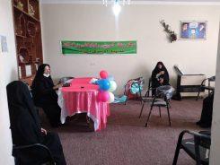 اینجا سالمندان رفسنجانی سر کلاس مجازی حاضر می شوند